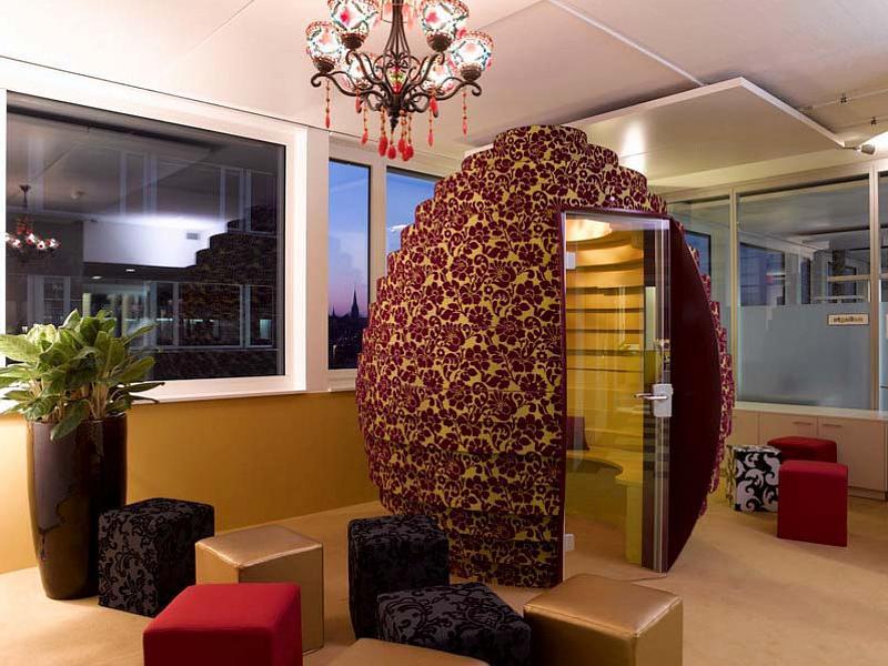 Офис Google в Цюрихе. Яйцо