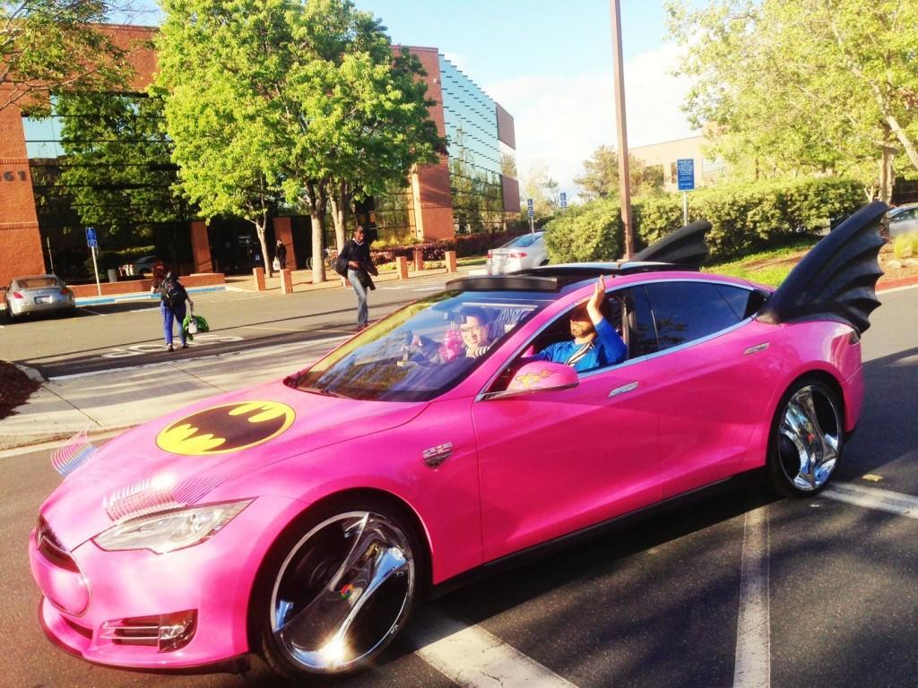 Сергей Брин за рулем Tesla в День дурака